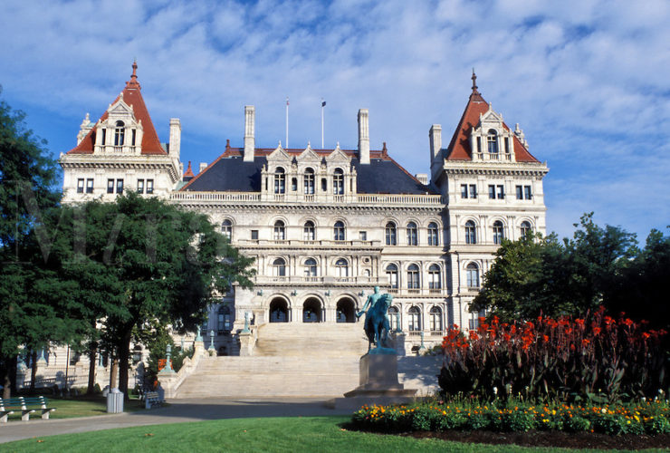 foto del state capitol building in albany