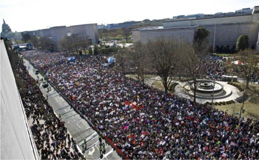 foto Miles de estudiantes y maestros marcharon en contra de las armas en todo el país