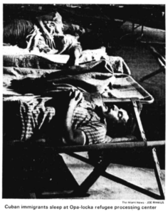 foto Cuban immigrants sleep at Opa-locka refugee processing center